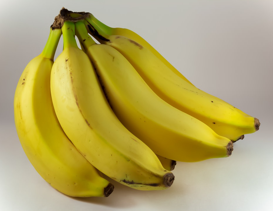 banana tem vitamina b6, que ajuda na produção de melatonina, para dormir melhor