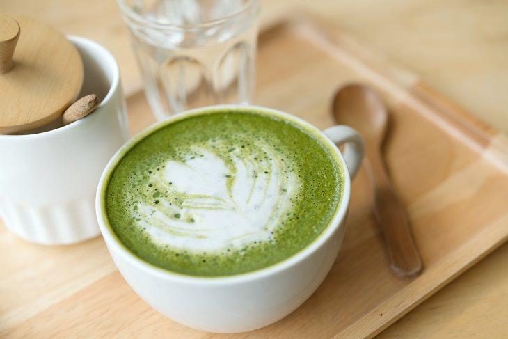 Como preparar uma deliciosa xícara de chá matcha
