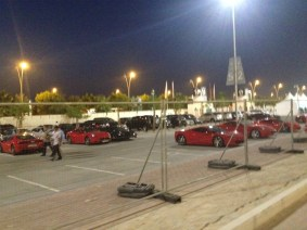Ferraris estacionadas no circuito