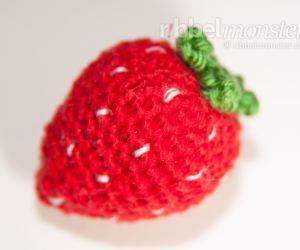 Amigurumi mittlere Erdbeere häkeln Häkelanleitung Anleitung