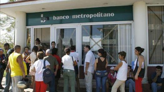 Filas en banco cubano