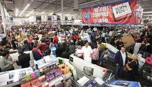 Personas comprando en el buen fin