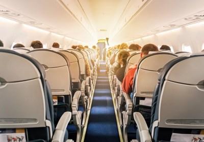Pasillo de avión