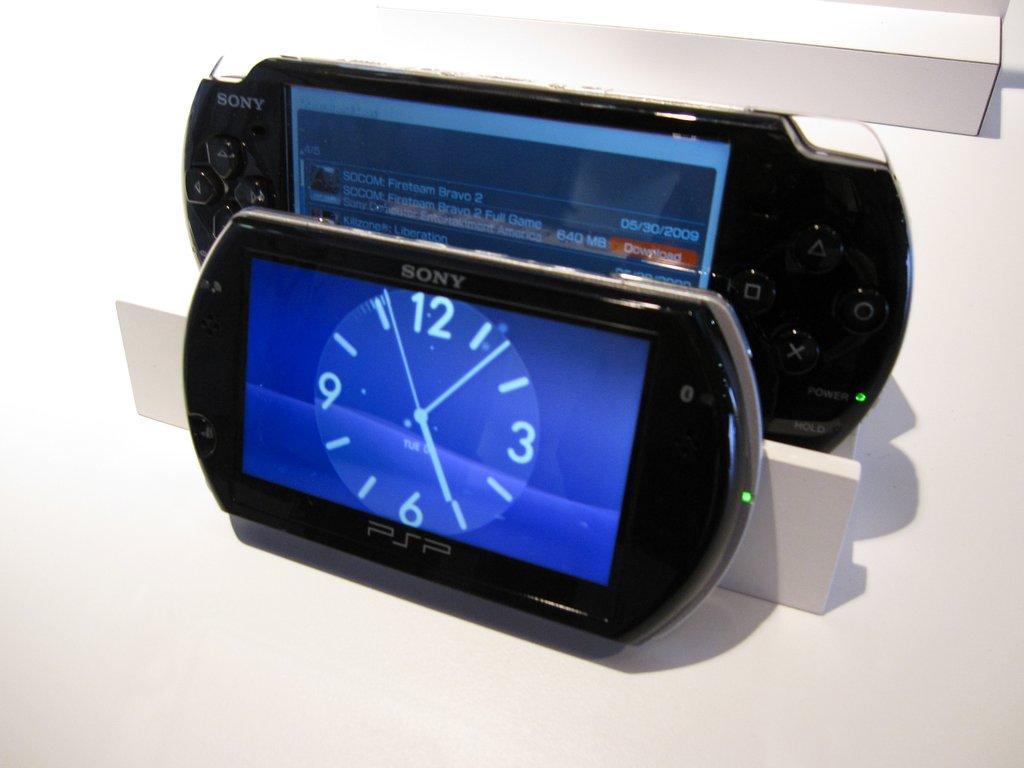 PSP Go compare