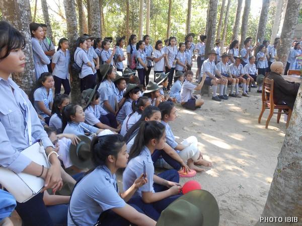 Chăm chú theo dõi Lễ Khai mạc Trại Hạnh GĐPT Thừa Thiên