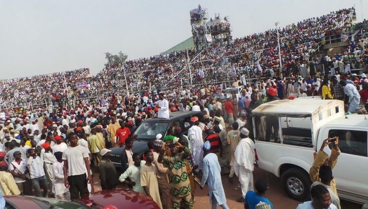 Unprecedented crowd awaits Buhari, as Next Level campaign train moves to Kano