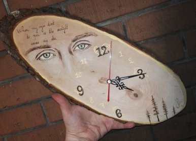 hand-painted clock by @Arts_by_Selina