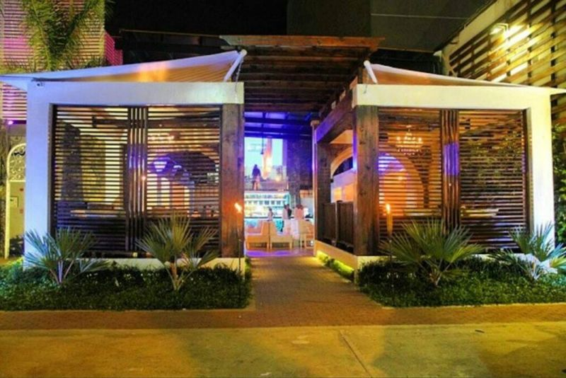 White is located on Calle Uruguay