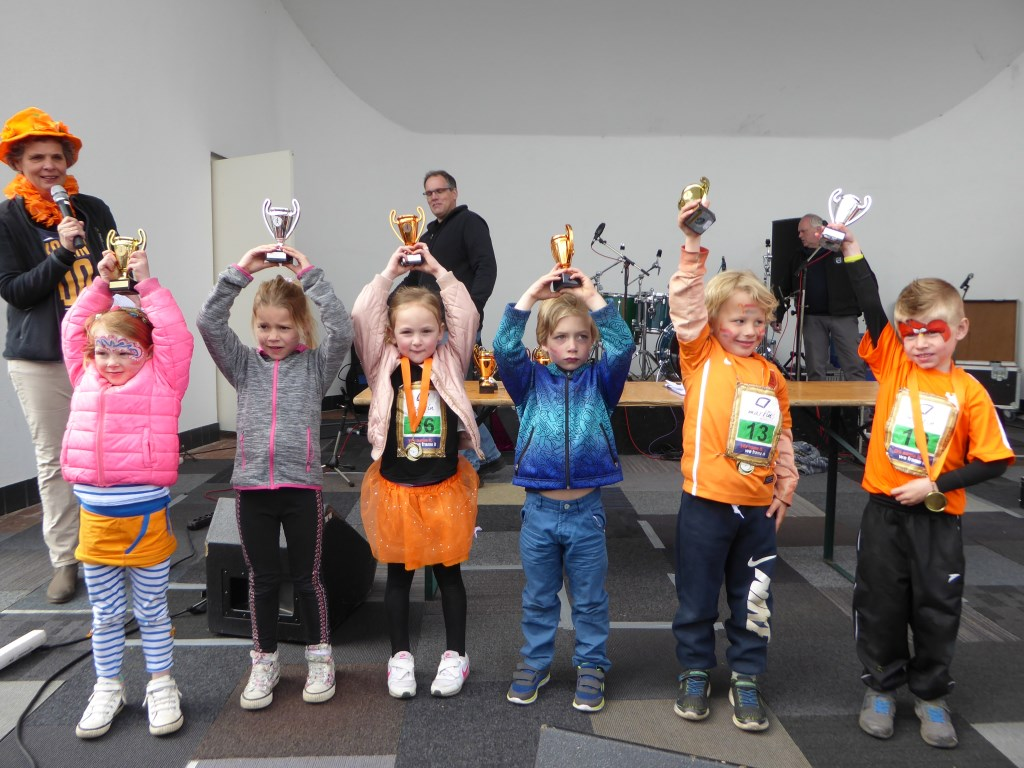 Oranjepop Neede groot feest  Achterhoek Nieuws Berkelland