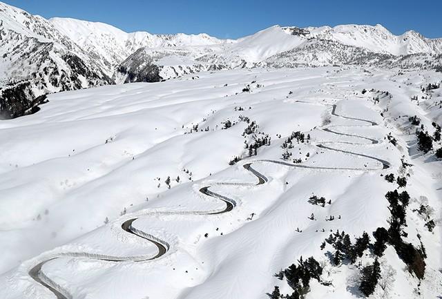 立山黑部阿爾卑斯路線 浮現純白山地1條道路(視頻):朝日新聞中文網