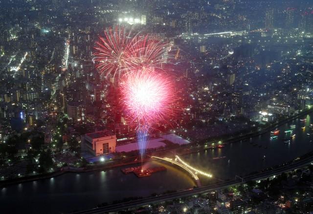 東京‧隅田川2萬發煙火閃耀夜空 順祝新年號與明年東奧(影片):朝日新聞中文網