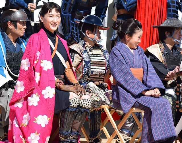 綾瀨遙5度出席會津祭 披戊辰戰爭戰袍帥氣登場:朝日新聞中文網