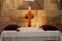 Cross And Altar Free Stock - Public Domain