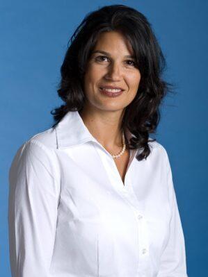 Faculty Headshot for Iman Nazeeri-Simmons