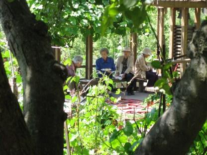 elders-in-garden