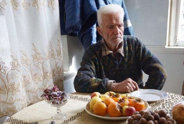 Αρμένιος επιζών του πογκρόμ του Σουμγκαγίτ στο σπίτι του στο Αρτσάχ.