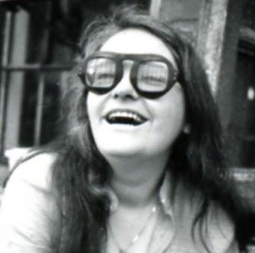 Kate Millet in 1970 © Linda Wolf, from a series on Kate Millet done at the Woman's Building in Los Angeles, CA. | Wikimedia Commons