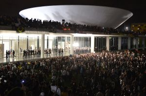 "Protesters on Congresso Nacional, ""The House of the People"" in Brasília, June 17, 2013. © Valter Campanato | Agência Brasil"