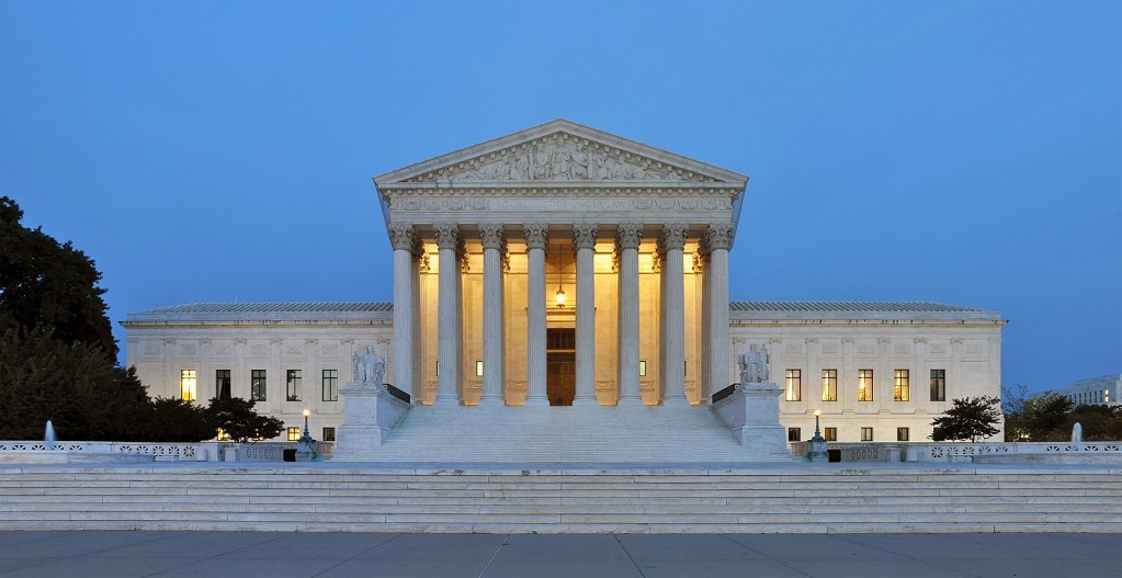 Title: Panorama of United States Supreme Court Building at Dusk Author: Joe Ravi License conditions: credit author Source: https://commons.wikimedia.org/w/index.php?curid=16959908