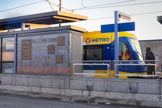 wood-michael-victoria-station02.jpg