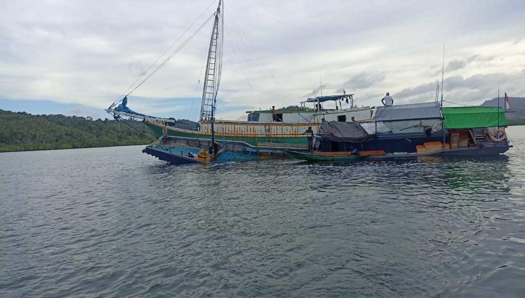 Kapal Motor (KM) Berkat Baitullah tujuan Wanci, Kabupaten Wakatobi karam di perairan teluk Kamaru, Kecamatan Lasalimu, Kabupaten Buton, Rabu (15/9/2021) sekira pukul 16.00 Wita.