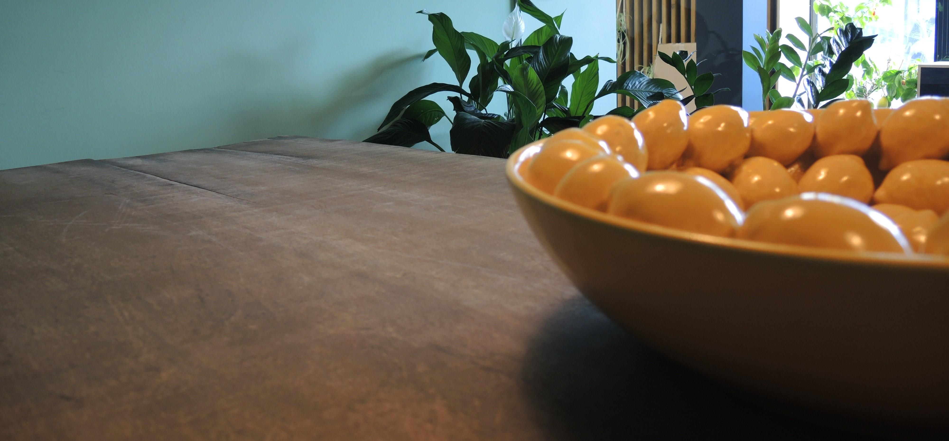 schaal met citroenen die centraal staan voor Publilemon