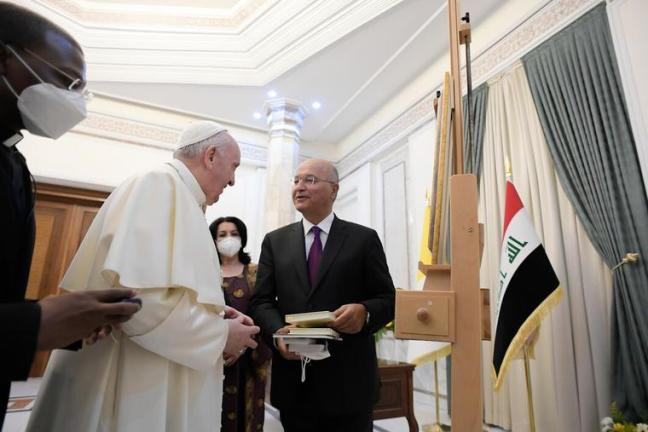 Pope Francis visits the President of the Republic in the private study of the Presidential Palace in Baghdad on March 5th, 2021.