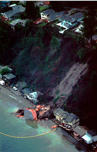 Figure 2 Oblique aerial view of the landslide at Rolling