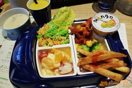 【新竹食記】在旋轉木馬和咖啡杯裡用餐好夢幻《Le NINI 樂尼尼 義式餐廳》晶品城店/新竹火車站餐廳