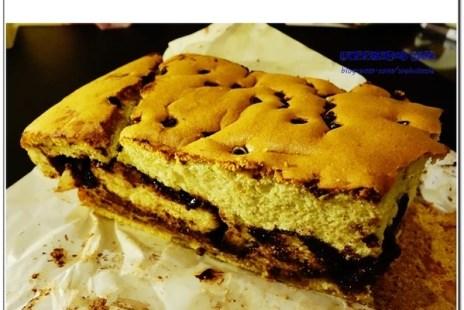 【食記-台南】府城熱熱蛇-民生路排隊美食伴手禮《名東現烤蛋糕》秤重計價古早味蛋糕