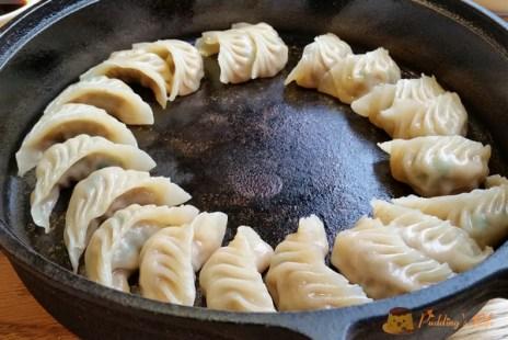 【食記-新竹】振興路日式鐵鍋煎餃餐廳《鐵 燒餃子》喫茶/燒餃子