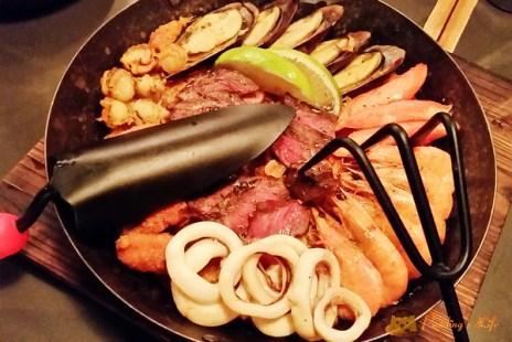 【食記-新竹】火車站附近西班牙小酒館餐廳《Our Bistro 小聚食堂》鐵鍋飯/木盆沙拉/啤酒/炸物
