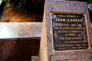 Placa dedicada a John Lennon