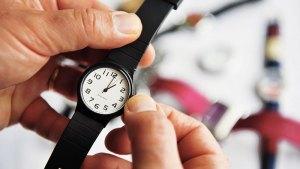 Inicia el horario de verano. Adelanta tu reloj una hora