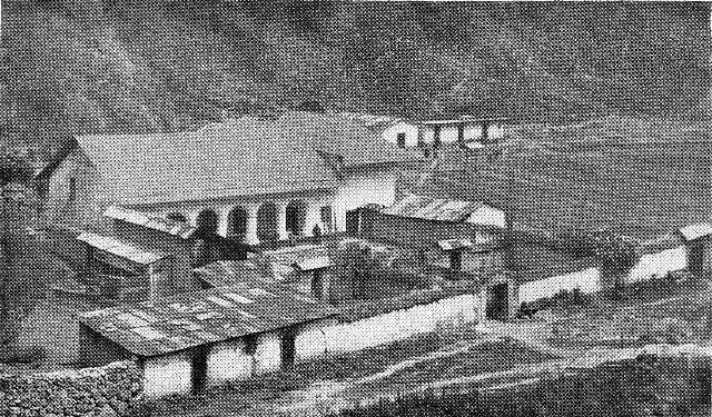 Casa grande de la hacienda Chacapampa, propiedad de la señora Clotilde Jurado donde naciera el insigne hombre de letras, Luis Fabio Xammar Jurado, el más grande escritor y maestro que Pasco le dio al Perú.