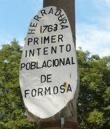 Cartel que indica la fundación de San Carlos de Timbó