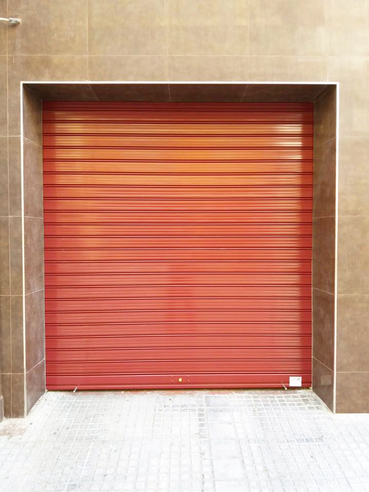 Puerta enrollable Málaga lacada
