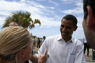Candidate Barack Obama had already found his groove during this Old San Juan caminata. Photo by Jova Camacho