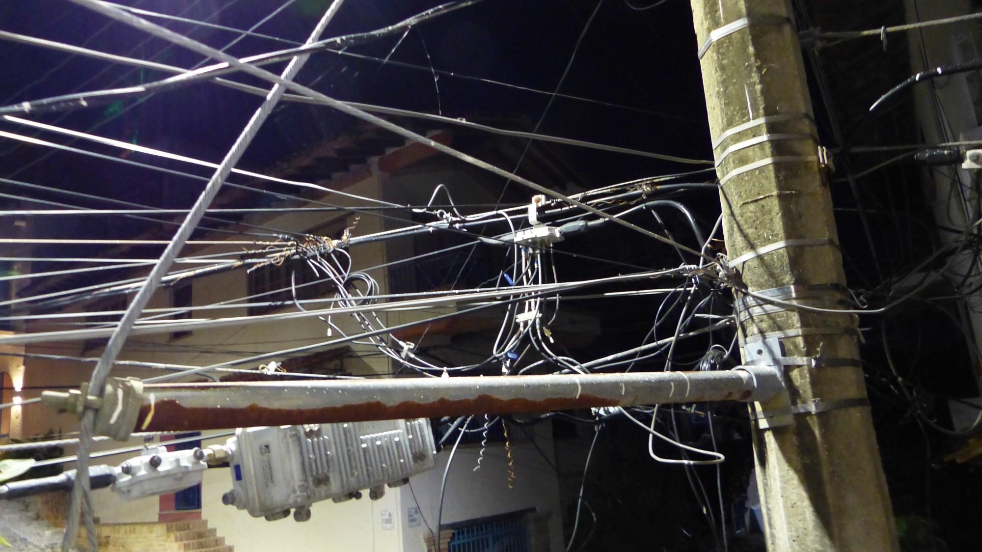 hight resolution of wires near my condo balcony in puerto vallarta