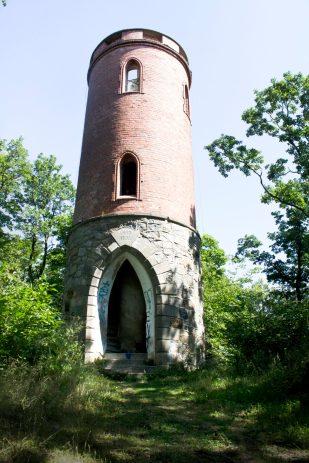 Wieża widokowa nr. 2 - Radogost. Też z nielimitowanym dostępem na górę.