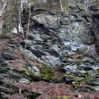 Więcej skałek, pewnie tych metamorficznych. Ktoś mi to potwierdzi? :)