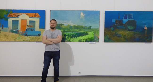 художник на выставке