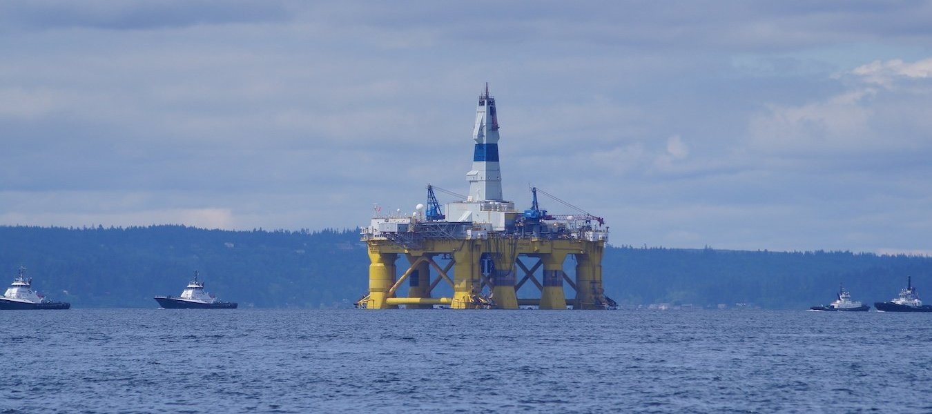 Shell Oil's drilling rig, the Polar Pioneer, enters Elliot Bay.