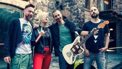 """Photo of [New Singolo&Video] SUGARFREE & SERENA DE BARI – da oggi in radio e in digitale """"FRUTTA"""" il singolo che segna il ritorno della band siciliana con l'artista pugliese !"""