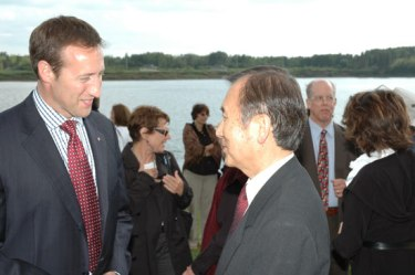 Canadian Foreign Minister Peter MacKay and Hiroshima Mayor Tadatoshi Akiba