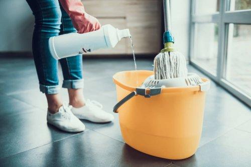 limpieza de pisos con jabón y cloro