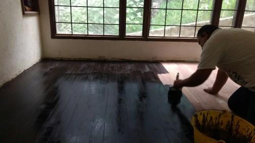 Entintado de piso de madera