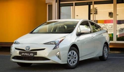 Novo-Toyota-Prius-2017-04
