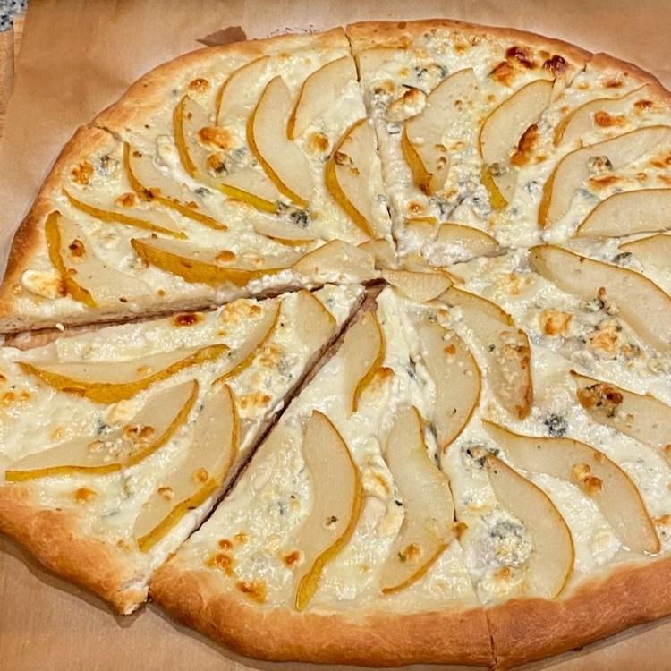 Pear and gorgonzola pizza photo