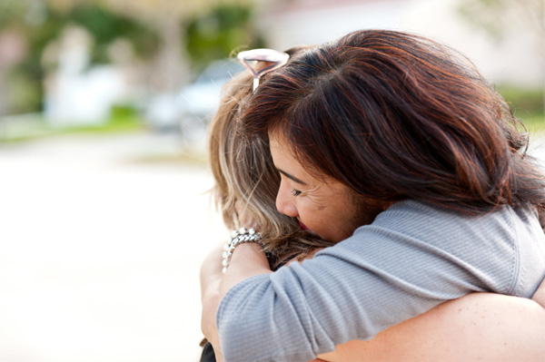 woman-forgiving-hug